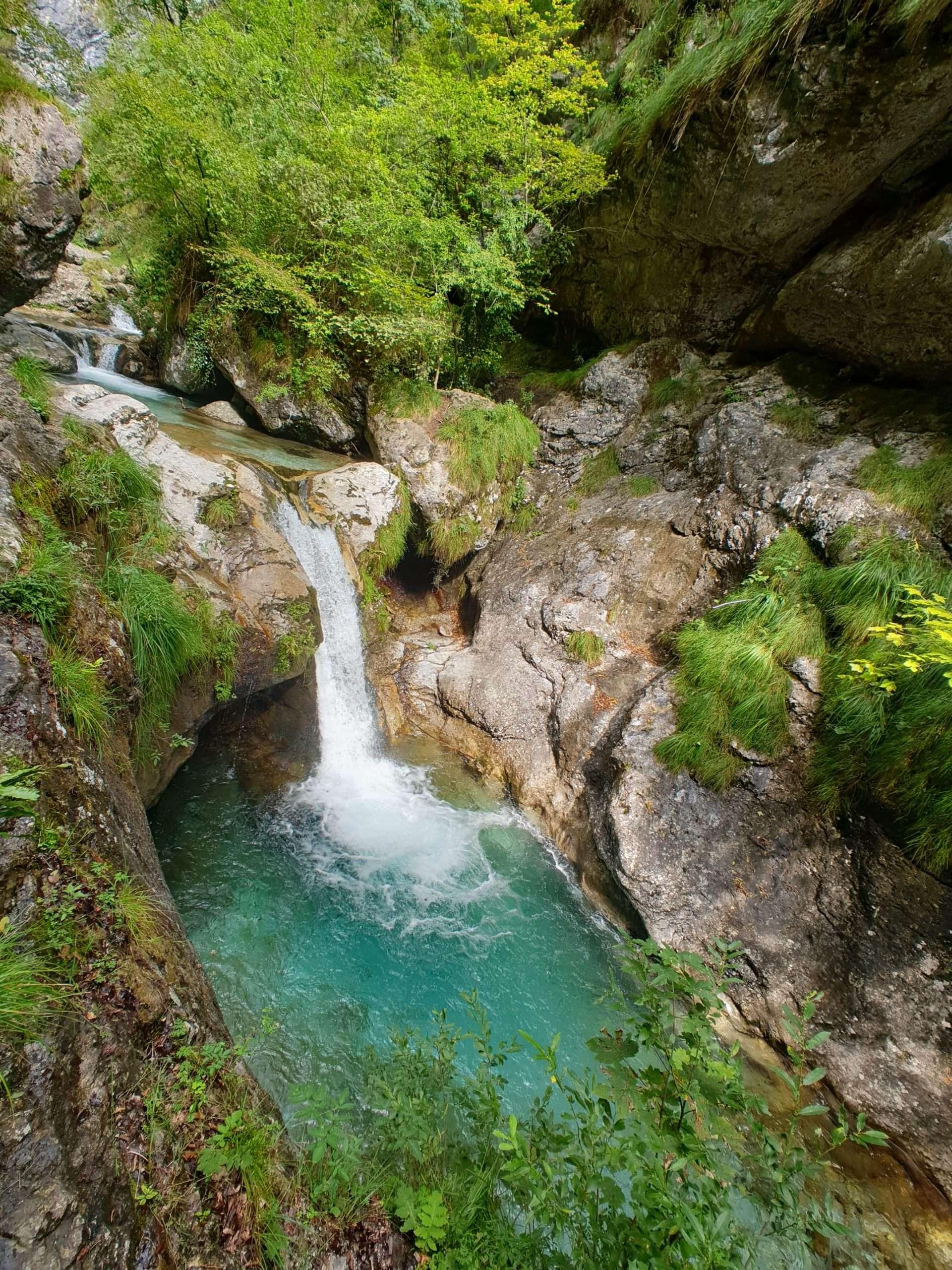 Trekking d'autunno tra ruscelli e cascate in Val Vertova